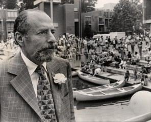 Robert E. Simon Jr. at Lake Anne Plaza in 1974 where later a statue of him would be placed